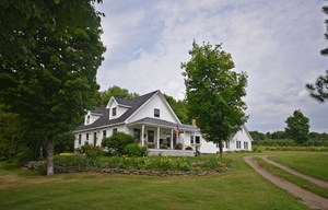 MAINE COUNTRY HOME FOR SALE IN NEWBURGH