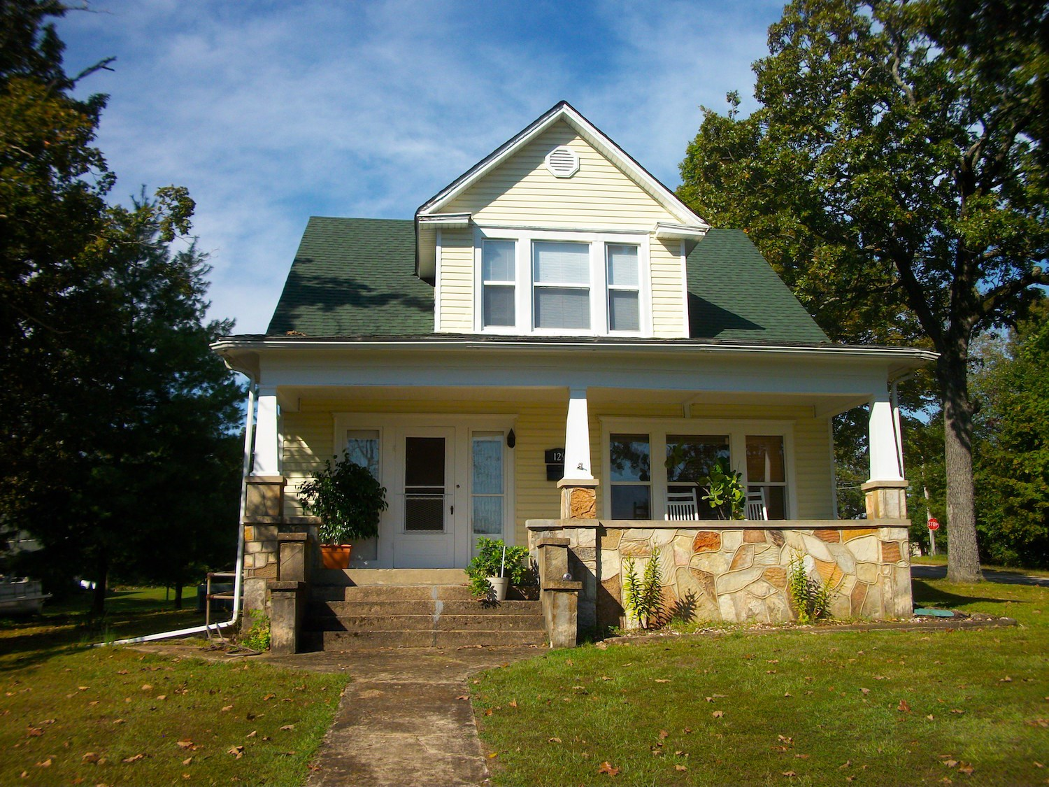 Victorian Home in Town on Large Lot For Sale in Thayer, MO
