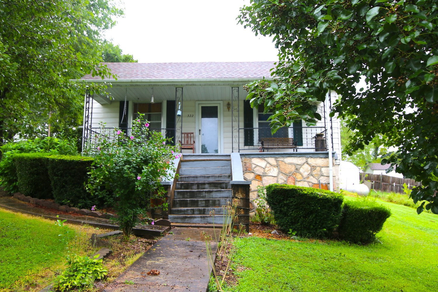 Home in Town For Sale in Thayer Missouri
