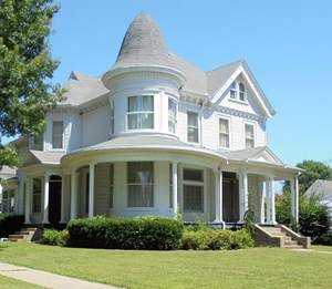 HISTORIC HOME ON CORNER LOT FOR SALE IN CHILLICOTHE MO