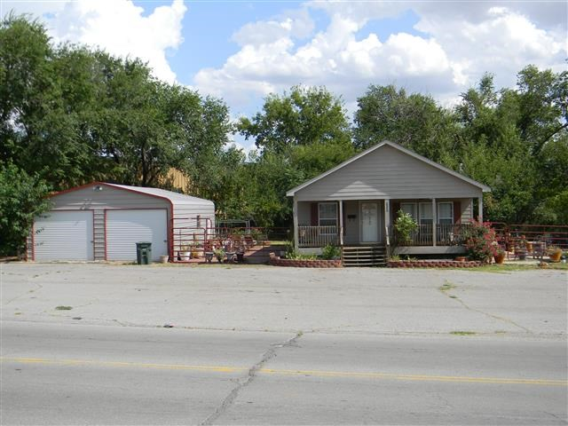 Home for Sale Clinton, Oklahoma 2 Bed, 2 Bath