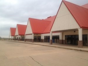 23,000 SQUARE FEET COMMERCIAL SPACE ON I-35 BLACKWELL OK