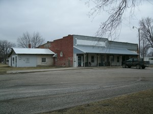 UNIQUE RESIDENTIAL/BUSINESS IN SMALL TOWN