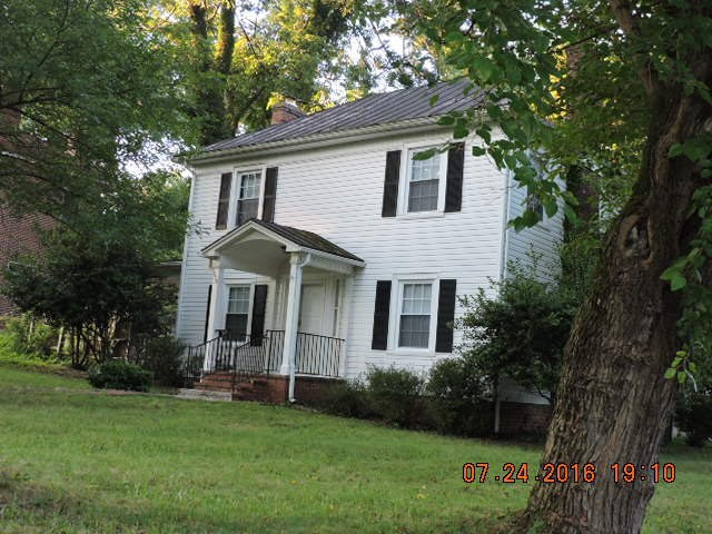Country home in Chatham Va* Plenty of character*