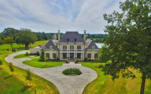 WATERFRONT HOME FOR SALE IN JACKSON TN, 40 ACRES
