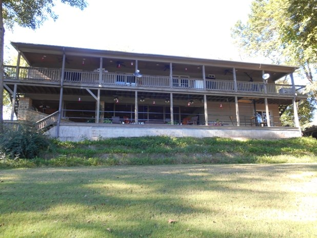 RIVER FRONT HOME NEAR MOUNTAIN VIEW ARKANSAS