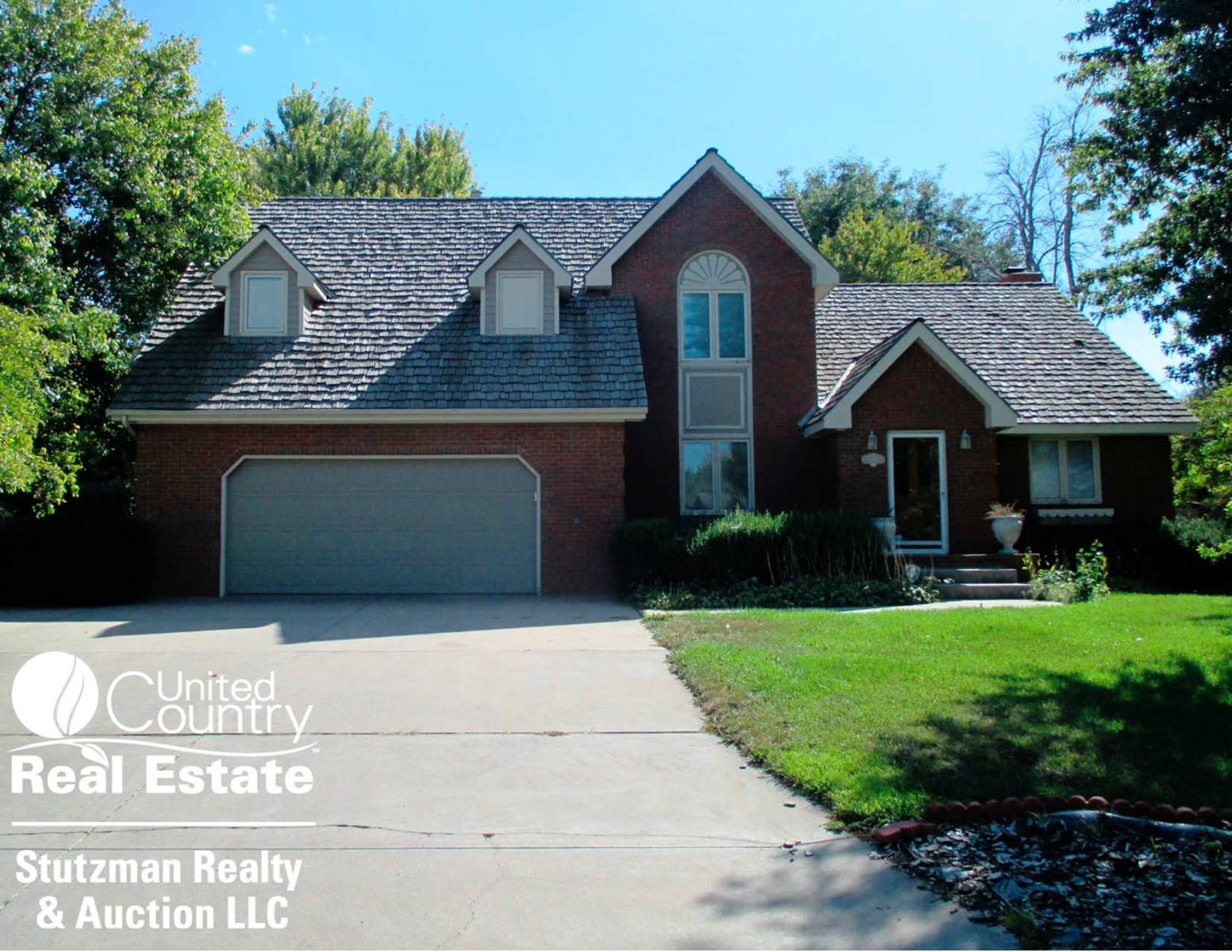 BEAUTIFUL BRICK HOME IN DODGE CITY, KS - UNDER CONTRACT