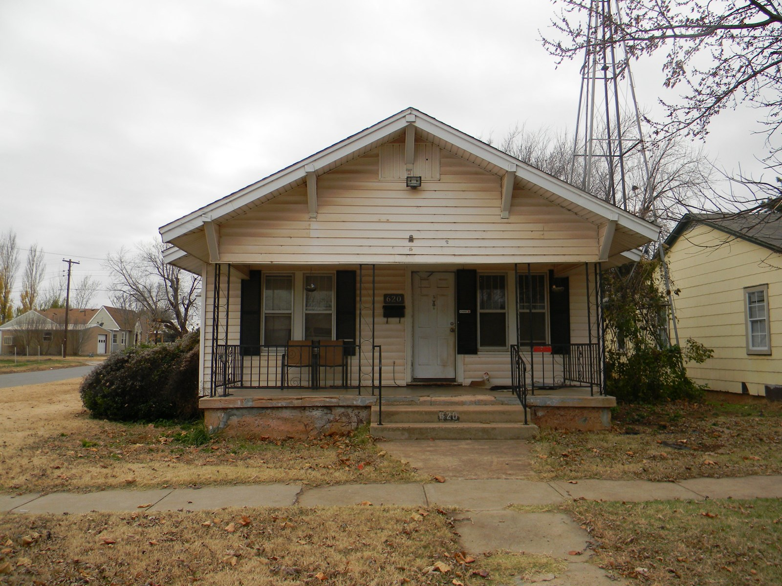 4 Bedroom 2 Bath Home for Sale Clinton, Oklahoma