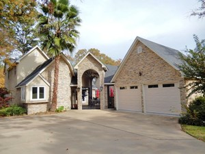 LUXURY GOLF COURSE HOME IN EAGLE'S BLUFF NEAR TYLER TX