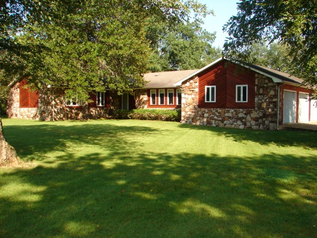 Country Home with Creek Frontage For Sale in Arkansas