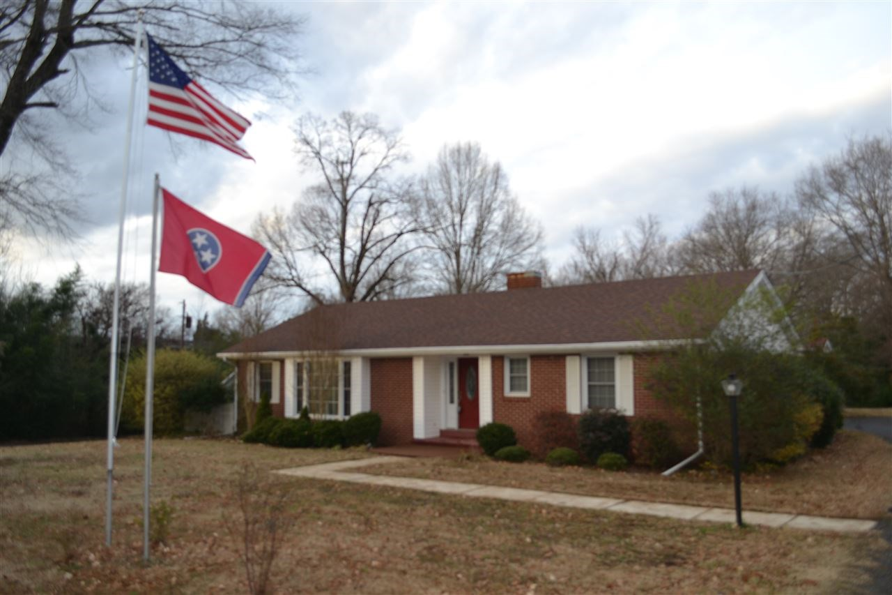 Brick Home For Sale - In-Law Suite - 1 Acre Lot in Milan TN