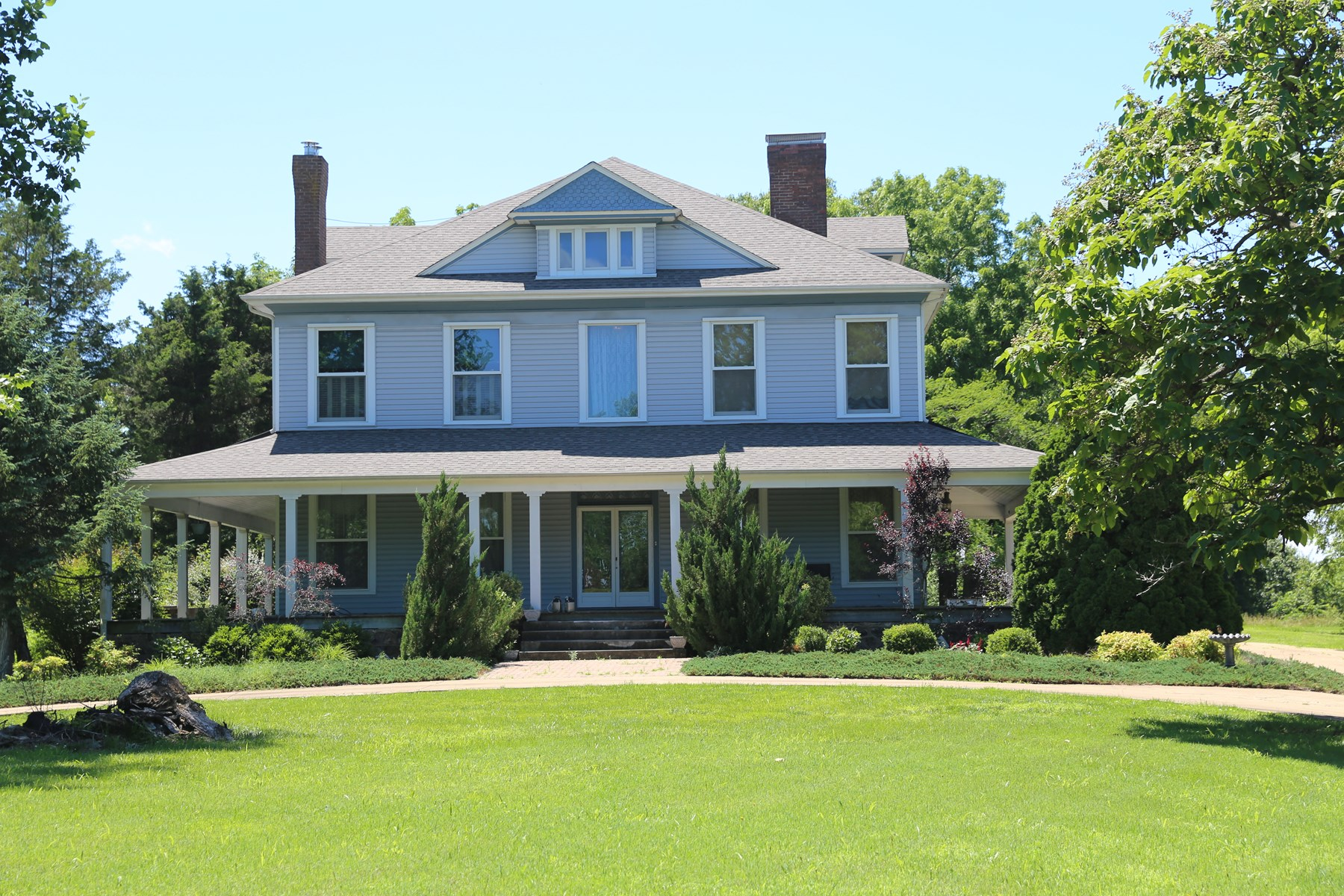 FOR SALE IN WEST PLAINS, MISSOURI-26 acres & Victorian home
