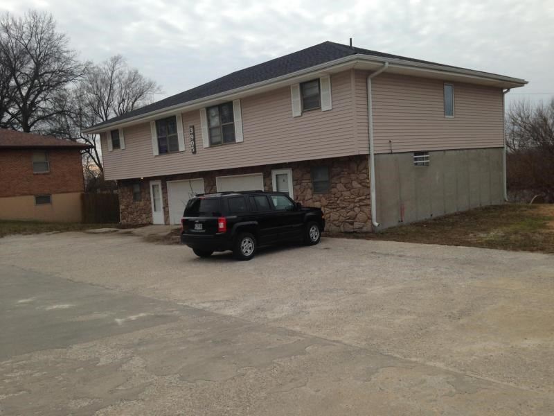 4 Plex in 2 separate buildings, 2 bed units close to MWSU
