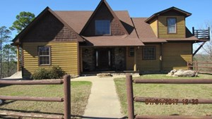 LARGE LOG CABIN FOR SALE IN HOCHATOWN / BROKEN BOW, OK!