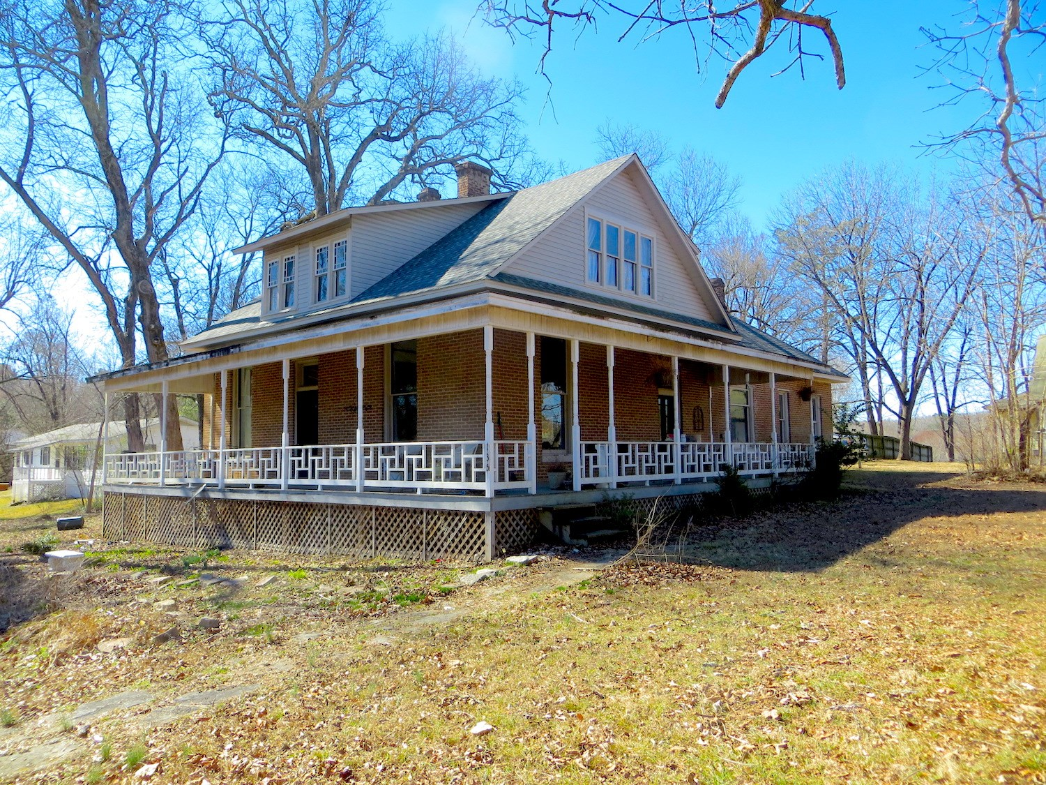 Early American Home For Sale near Spring River