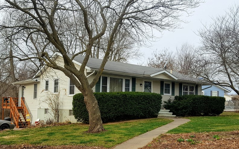 HOME IN TOWN FOR SALE, CENTRAL MISSOURI, 3 BED / 3 BATH