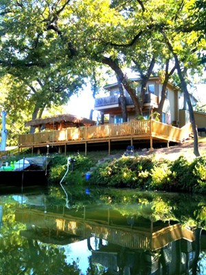 RIVERFRONT COUNTRY HOME FOR SALE NEAR CENTRAL AND WEST TEXAS