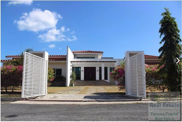Golf Club in Alcazar Park house for sale in panama