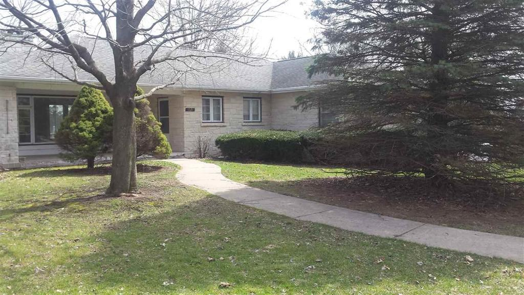 Golf Course House For Sale Lancaster WI Executive Needs TLC