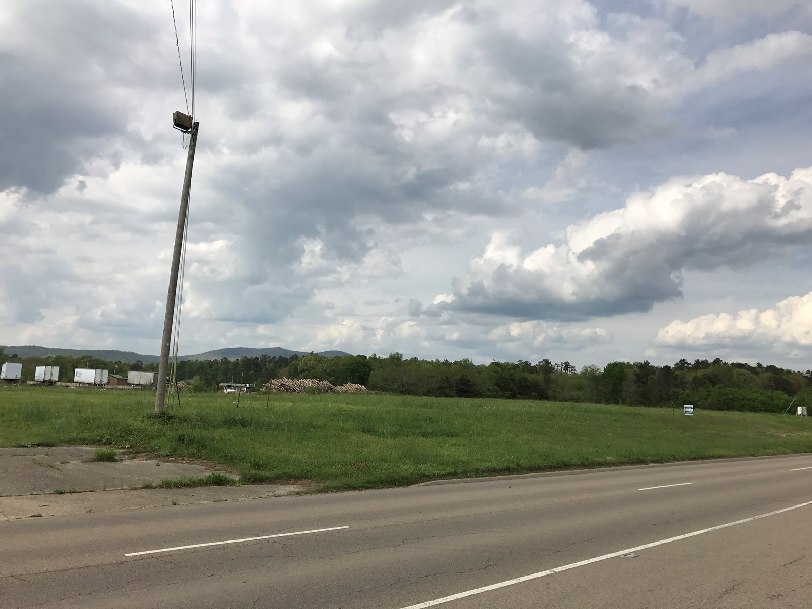 Commercial Acreage with Highway frontage in Mena, AR