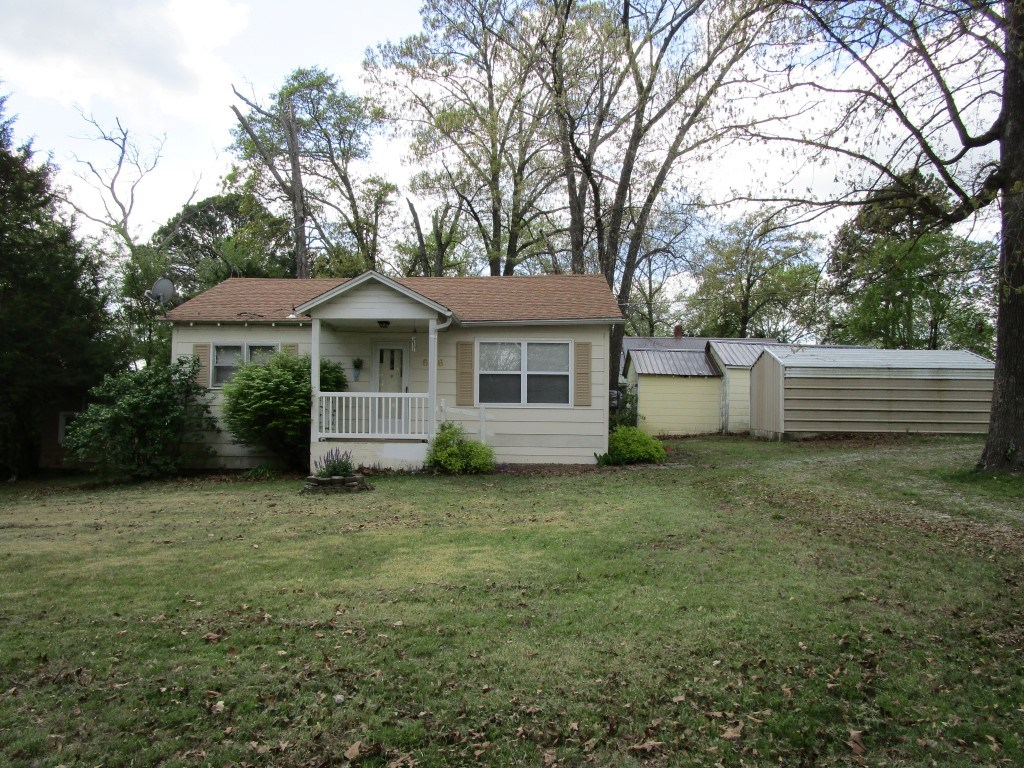 House in Town - Corner Lot - Lots of Extras