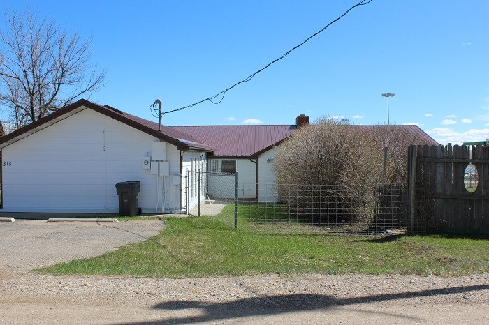 FENCED SWEETGRASS MT CANADIAN BORDER HOME FOR SALE GARAGE