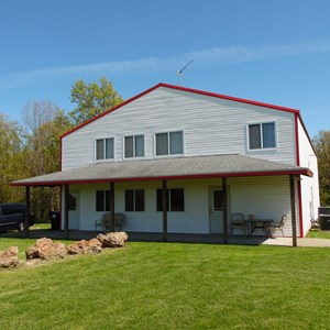 BUSINESS AND RESIDENCE'S ON ACREAGE, LOTS OF POTENTIAL!