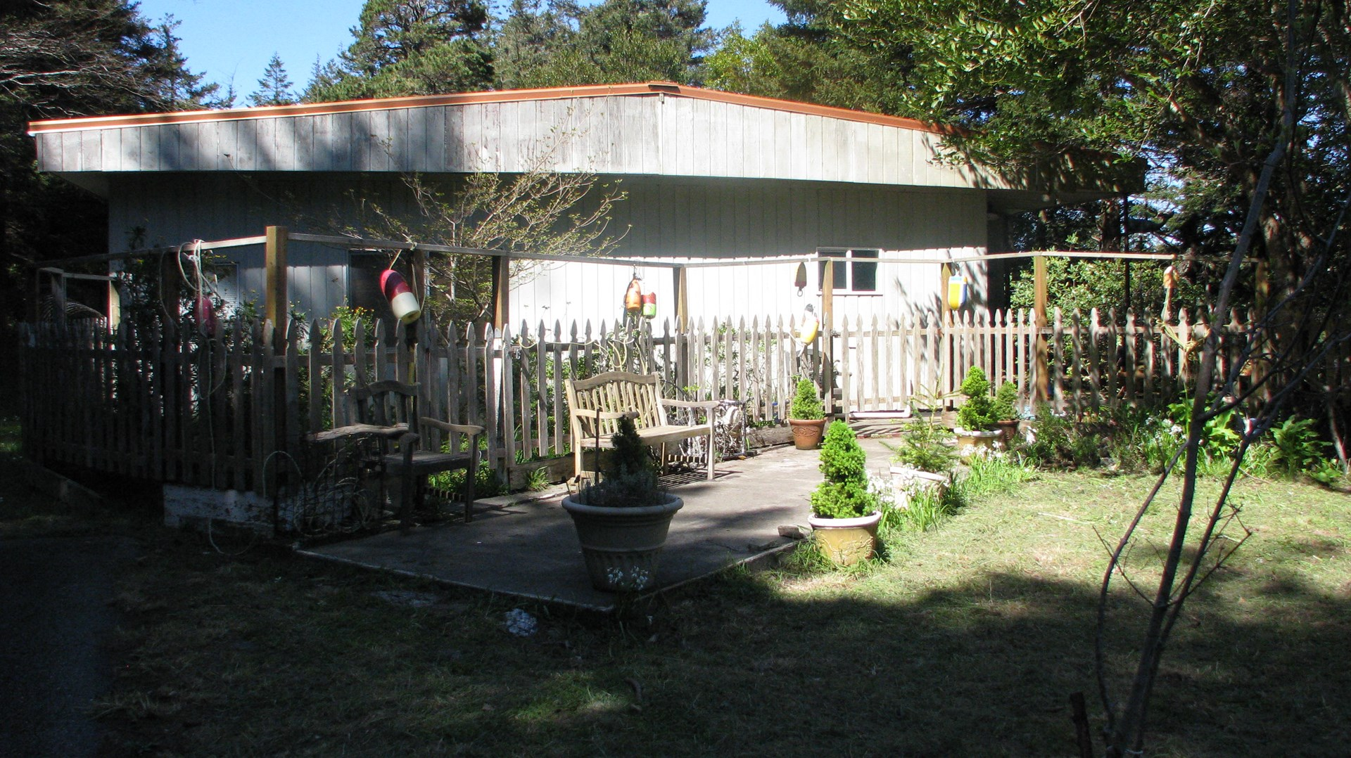Home for sale in Port Orford, Oregon minutes to beach