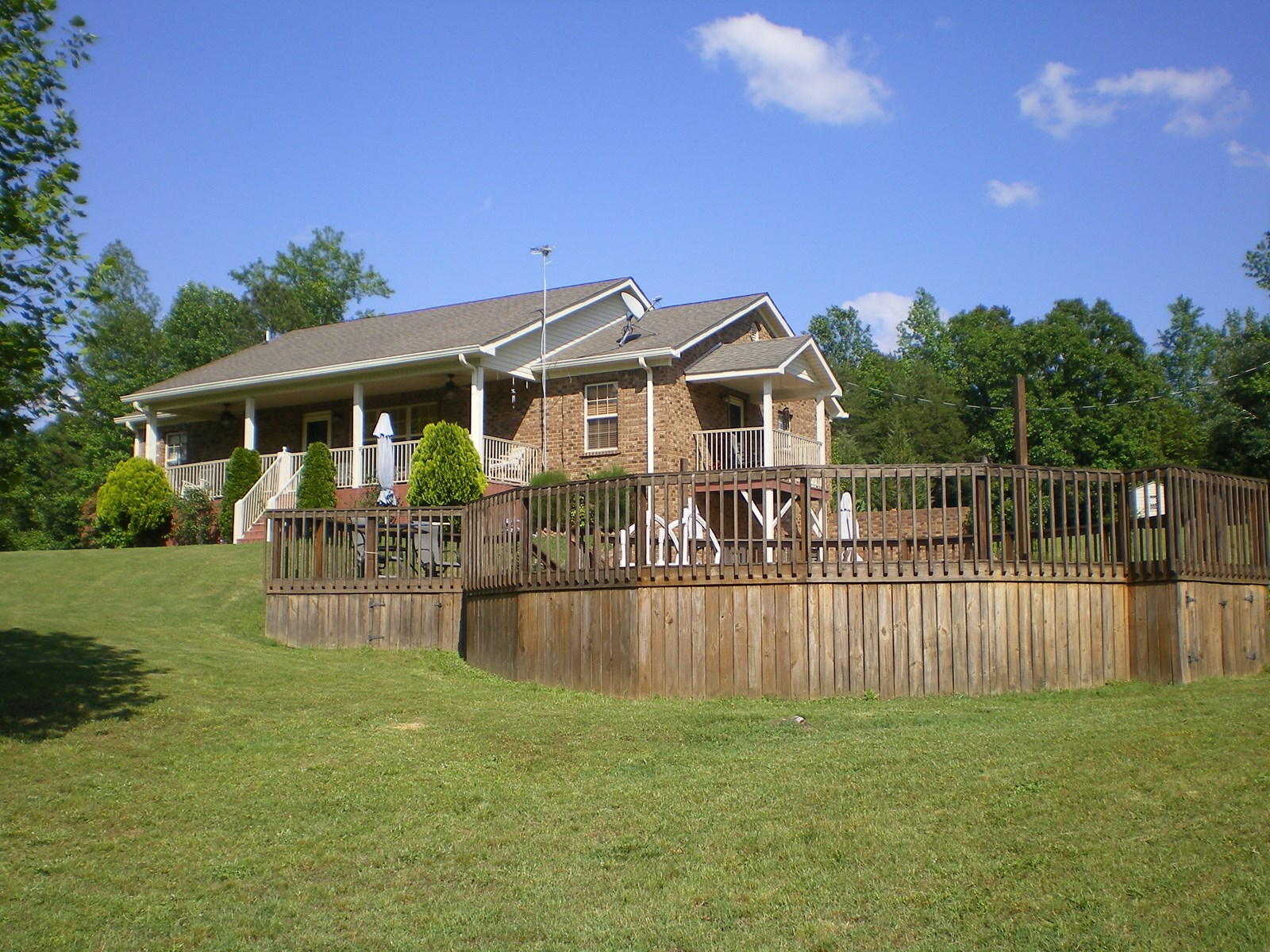 5 BEDROOM TN COUNTRY HOME, POOL, DECK, GUEST HOME
