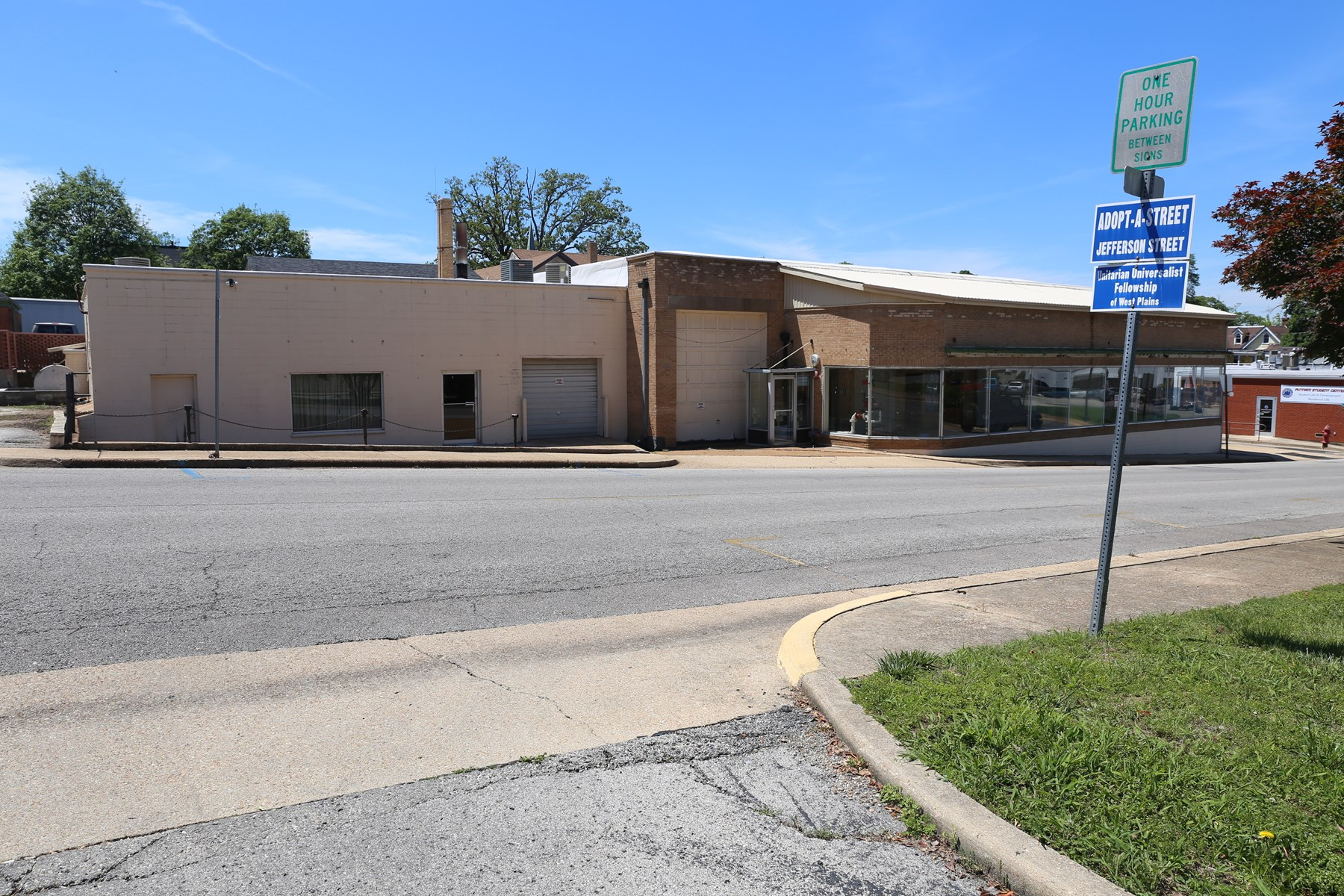 FOR SALE - LARGE COMMERCIAL BUILDING IN WEST PLAINS, MO