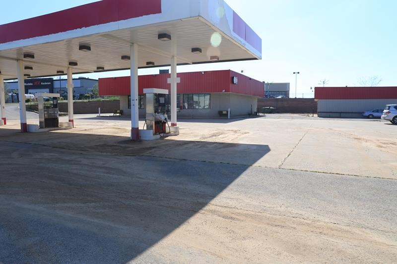 Missouri Ozarks former convenience store for sale Howell Co