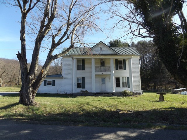 1880 FARM HOUSE IN MARION, VA!