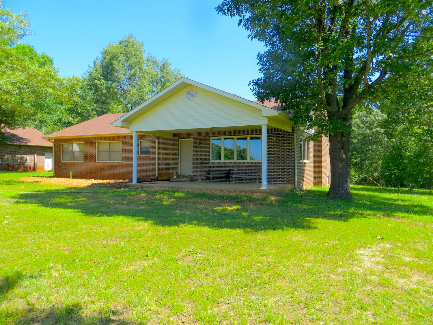 Country Home with Acreage For Sale in Thayer, Missouri