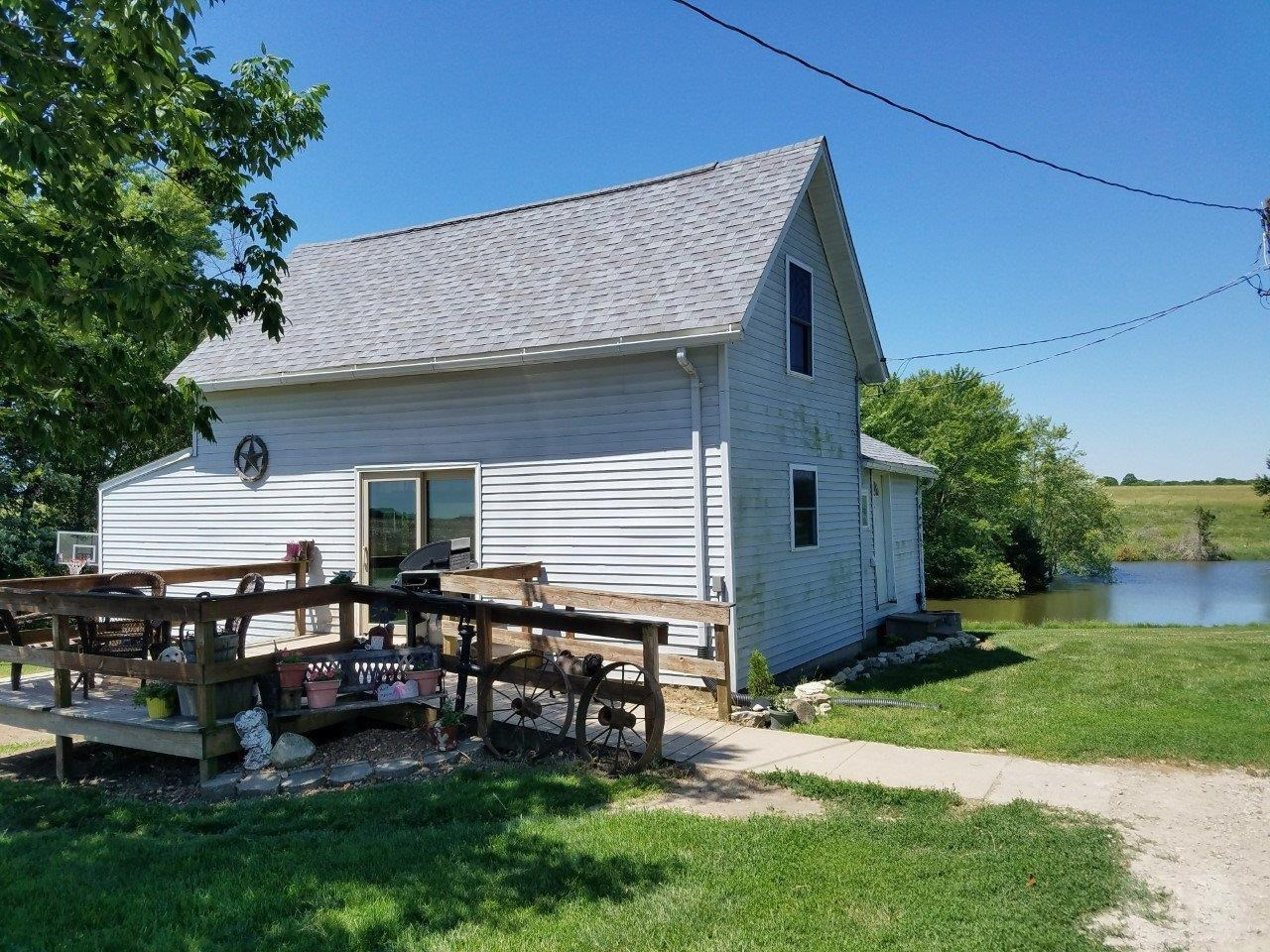 Quiet Acreage Southeast Iowa For Sale