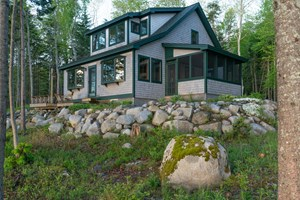 MAINE OCEANFRONT COTTAGE FOR SALE IN BROOKLIN