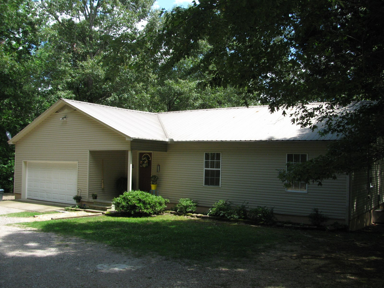 COUNTRY HOME FOR SALE ON 15 AC IN TN, POND