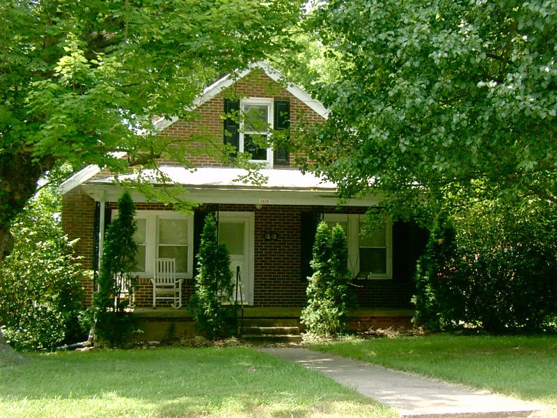 1930's Brick Cottage on Big Beautiful Lot in Victoria, VA
