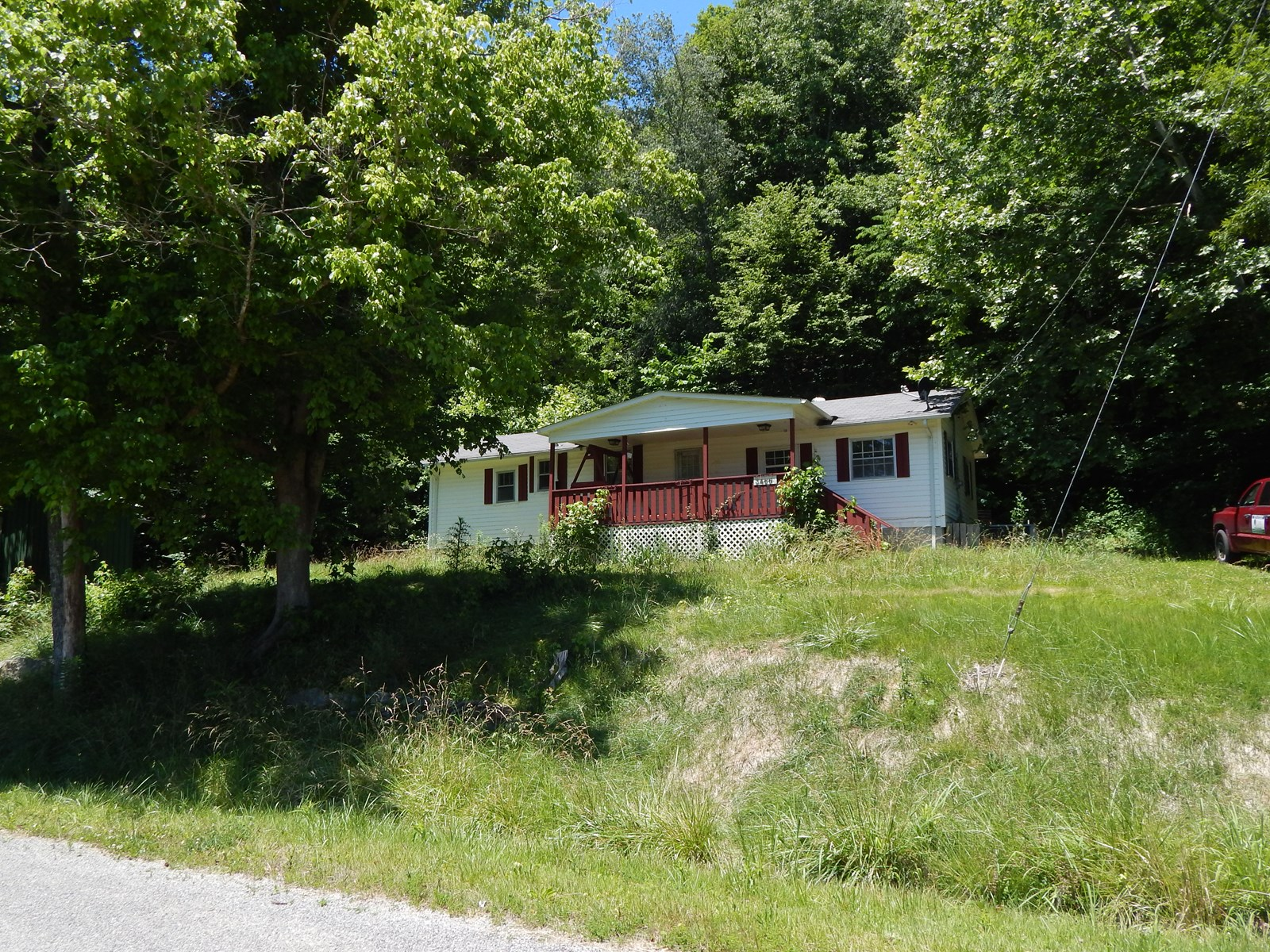 (SOLD) Tennessee Country Home, 2 Bed, 1 Bath on 1 Acre!!