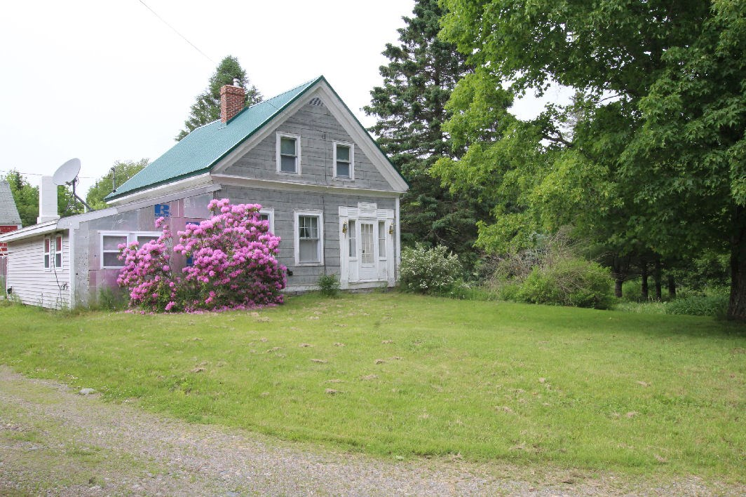 Maine Country Farmhouse for Sale in Robbinston