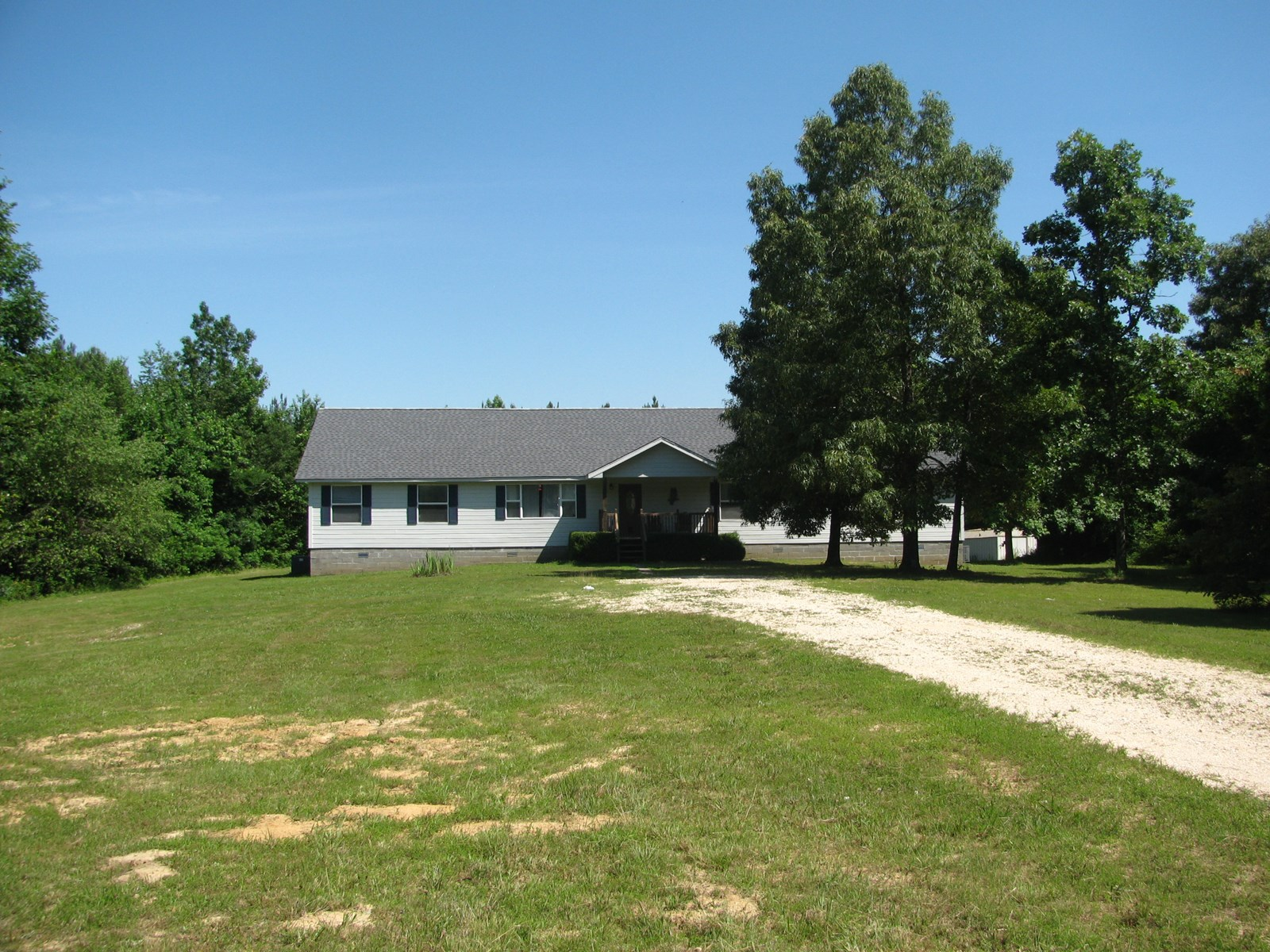 LARGE COUNTRY HOME ON 11 ACRES IN ADAMSVILLE, TN