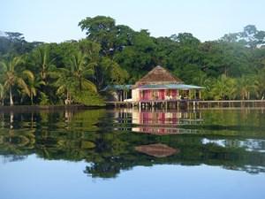 DOLPHIN BAY CABANAS BOCAS DEL TORO PANAMA