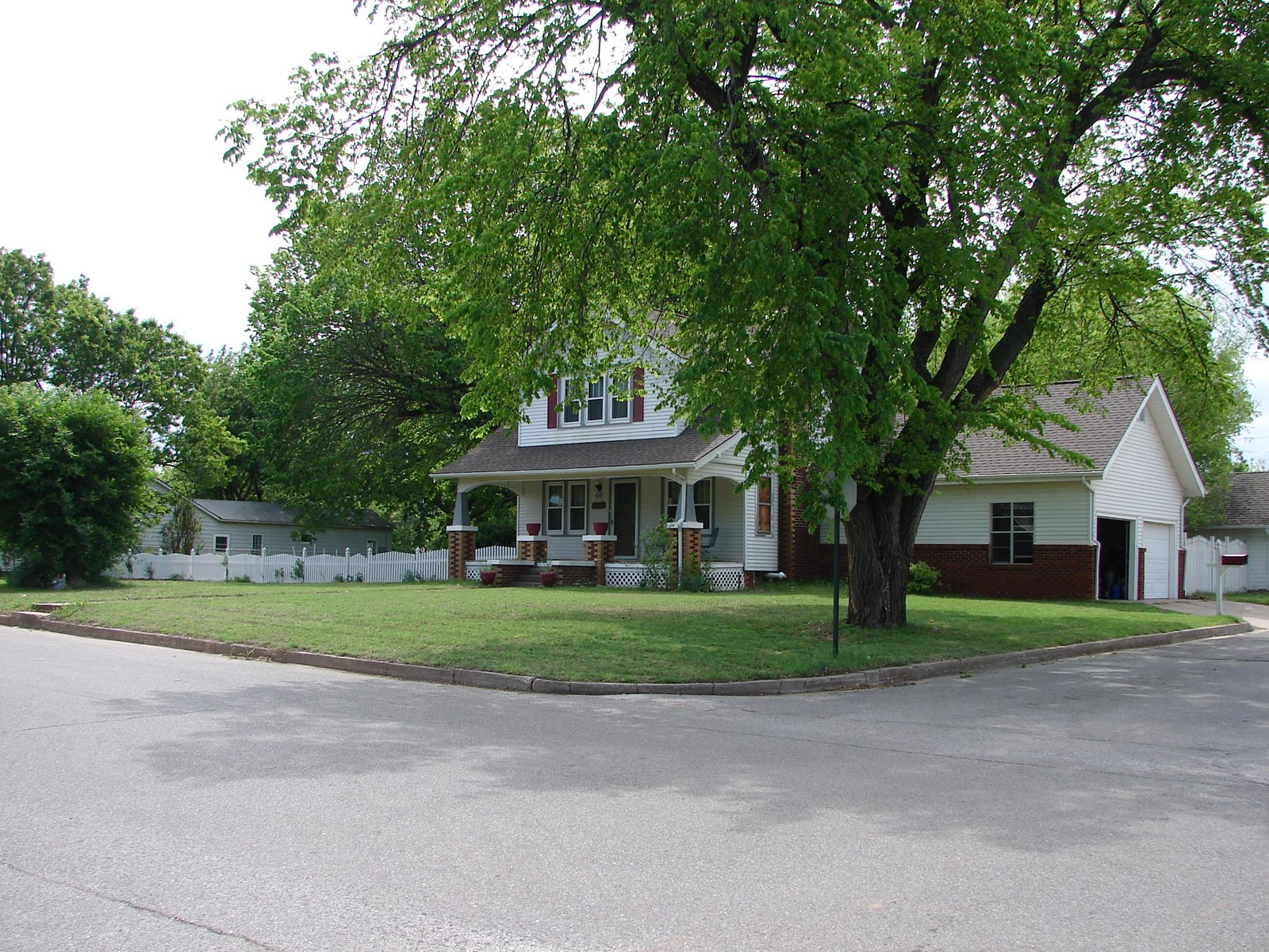 Craftsman Bungalow on Large Corner Lot in Perry, OK