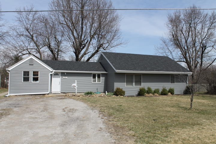 MARYVILLE MO 3 BEDROOM RANCH STYLE HOME WITH OUTBUILDINGS