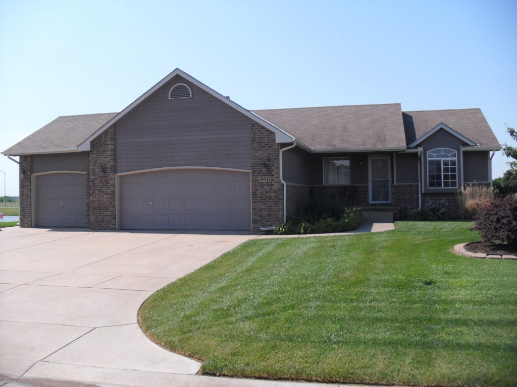 Newer 5 Bedroom, 3 Bath Home For Sale in Clearwater, Kansas