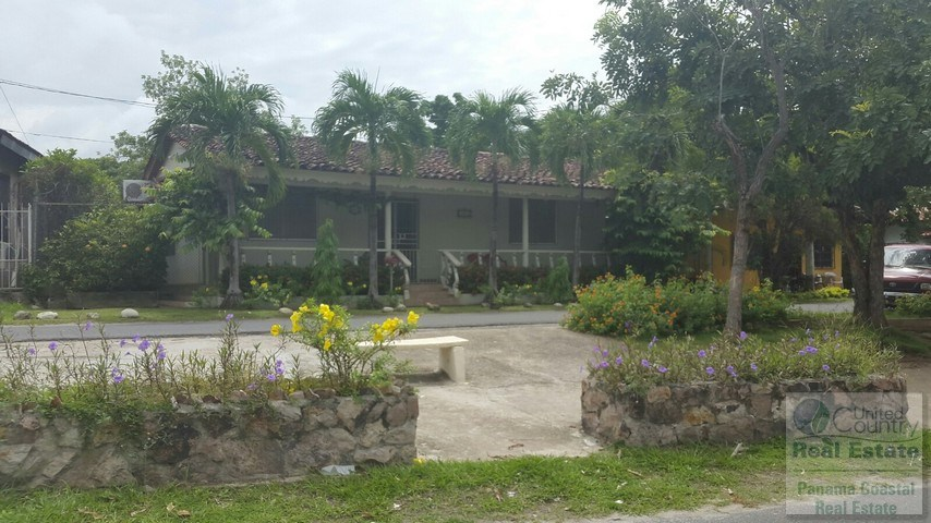 Commercial House for Sale in Down Town San Carlos PANAMA