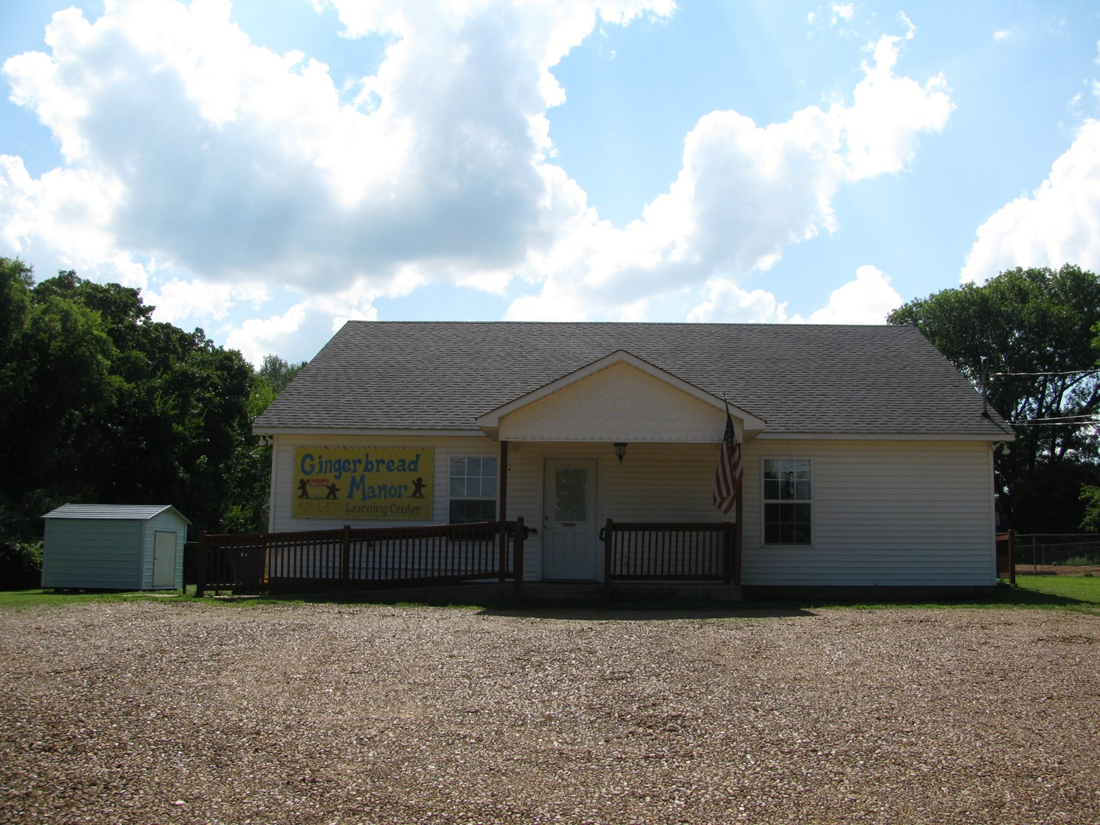 COMMERCIAL PROPERTY FOR SALE IN SAVANNAH, TN  CHILD DAY CARE