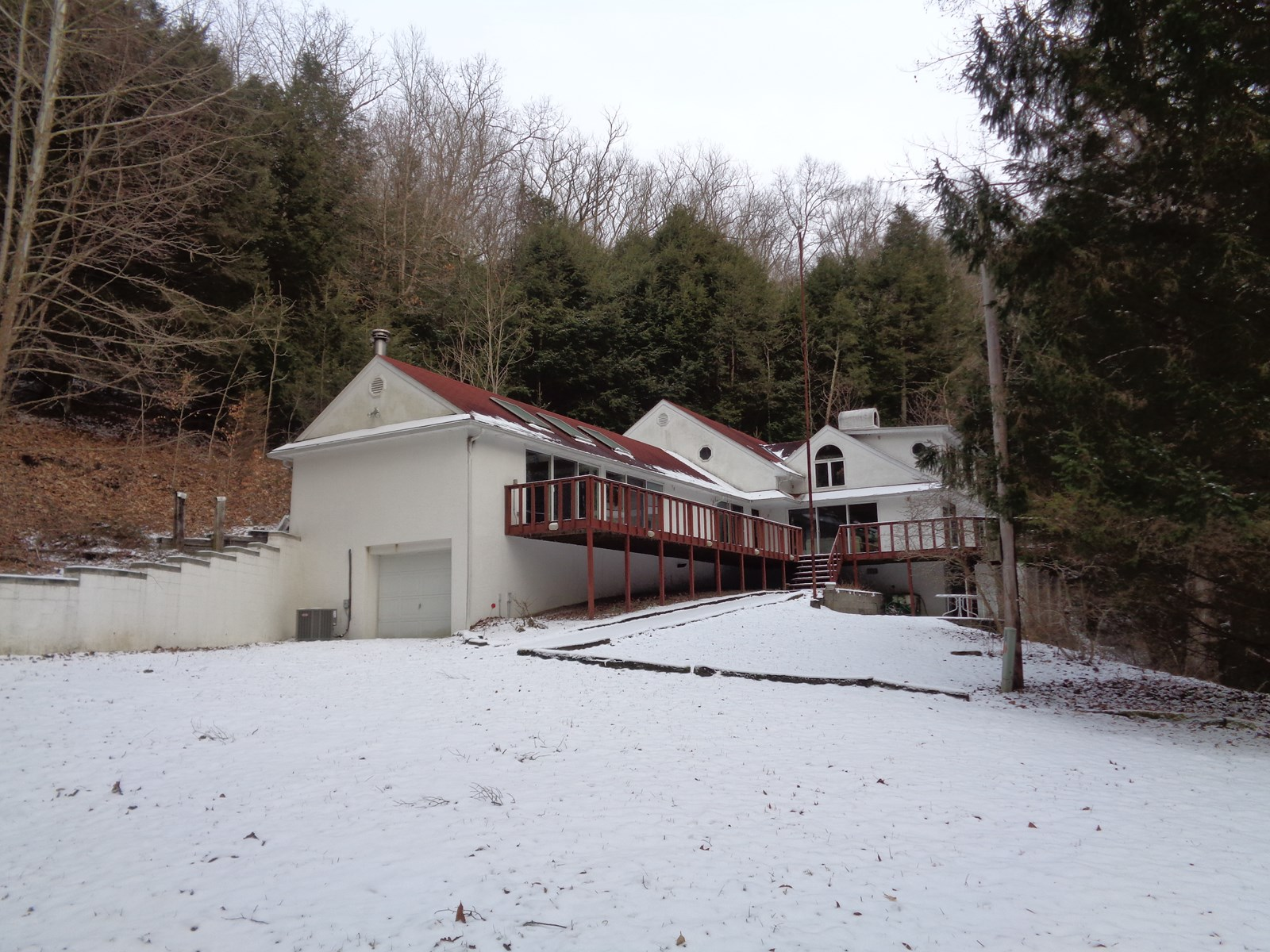 Rockbridge/Hocking Hills: Huge Home on 65 Acres