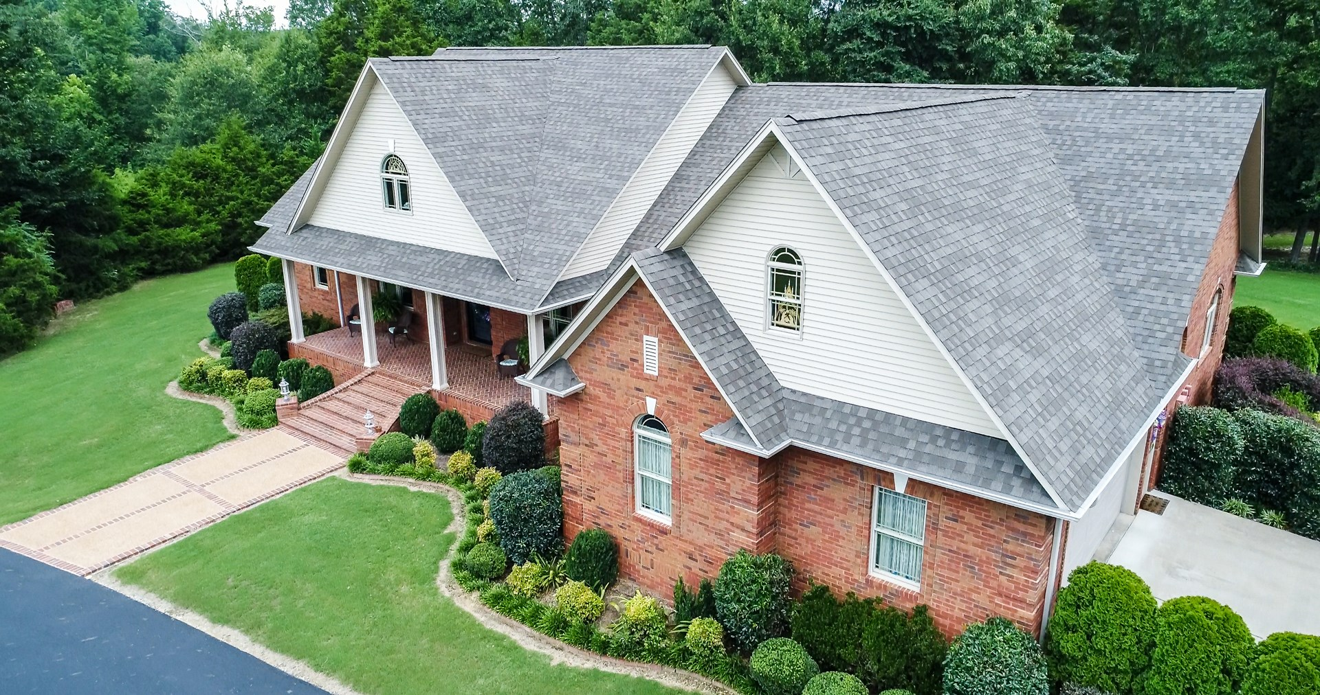ELEGANT COUNTRY HOME W/ SHOP ON 16AC IN ADAMSVILLE, TN