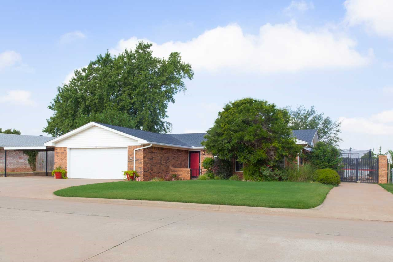 Clinton, OK Home for Sale- Custer County