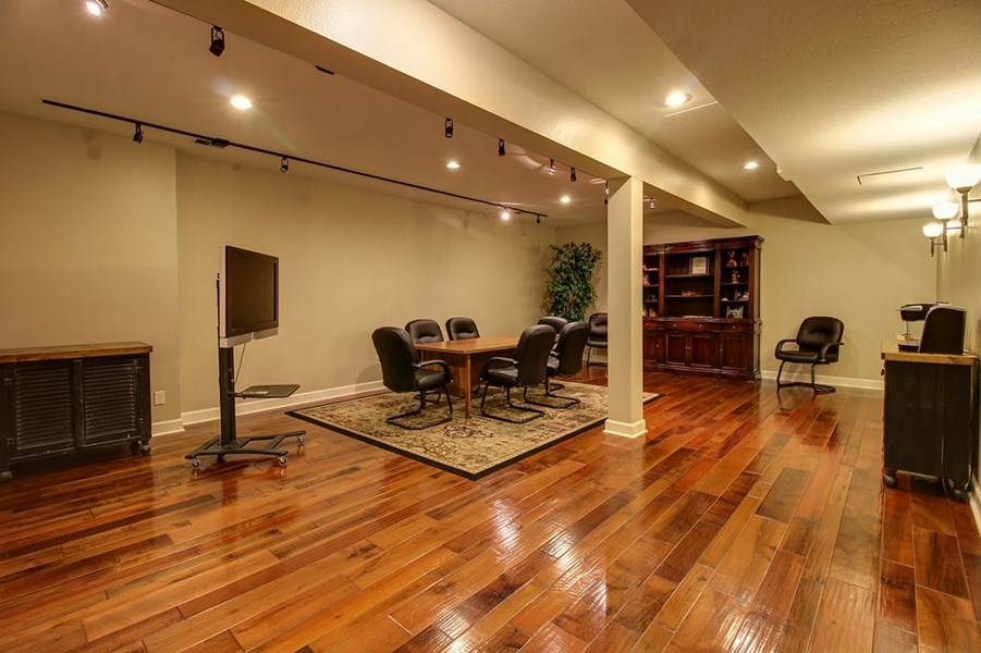 Spacious area that could be converted.
